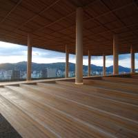 The newly opened viewing platform on the rooftop of the Hiroshima Orizuru Tower overlooks the Atomic Bomb Dome, offering a view of the Hiroshima Peace Memorial Park and the island of Miyajima. | © SAMBUICHI ARCHITECTS
