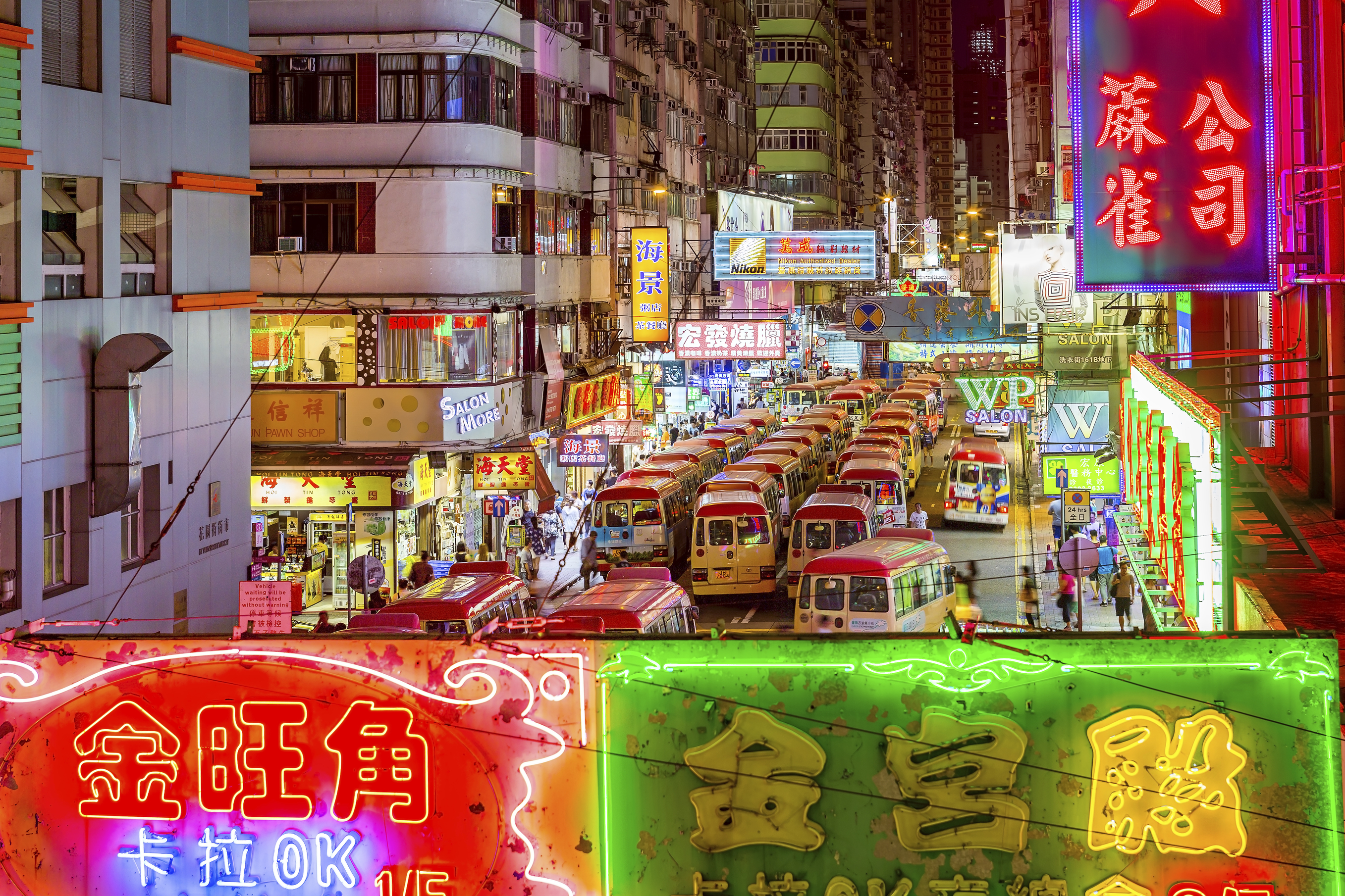 A head start: Unless a Japanese individual has actually studied the Chinese language, a person claiming to be able to 'read' Chinese can be taken to mean he or she can look at signs, menus or printed text and recognize lots of familiar words. | ISTOCK