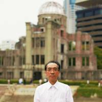 A rebirth: Composer Takashi Niigaki stands in front of the Atomic Bomb Dome in Hiroshima. | NEUES AKKORD