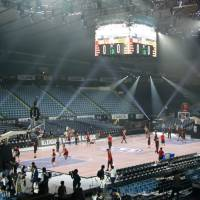 The Alvark Tokyo tune up for Thursday night's opening game of the inaugural B. League season at Yoyogi National Gymnasium on Wednesday. | KAZ NAGATSUKA