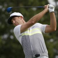 Chappell conquers nerves to take lead into third round