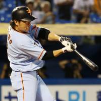 Giants prevail over Swallows, prevent idle Carp from clinching pennant