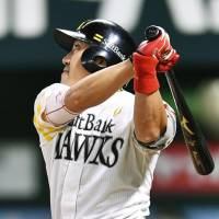 Uchikawa provides breathing room for Hawks ace Settsu