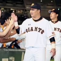 Giants star Murata keys comeback victory over Swallows
