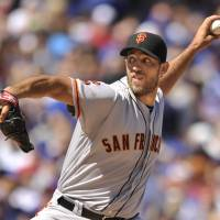 Giants' Bumgarner outduels Cubs' Arrieta