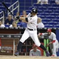 Ichiro's first home run of year not enough for Marlins