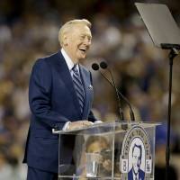 Dodgers honor Scully for his 67 years of storytelling