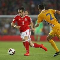 Spain, Wales dominate; Kosovo gets first point