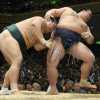Promotion-chasing Kisenosato falls to shock defeat on first day