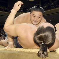 Kisenosato suffers another setback
