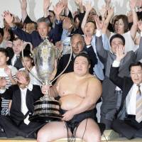 Victorious Goeido ends basho with 15-0 record