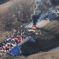 Police encircle, round up North Dakota pipeline protesters