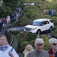 San Francisco locals want to charge Lombard Street toll as tourists swarm