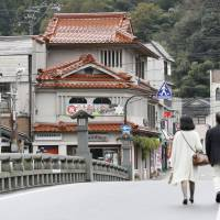Tottori rushes to combat losses in tourism, agriculture after quake
