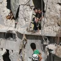 At least 25 civilians killed as Russia renews heavy bombardment of Aleppo