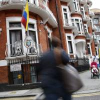 U.S. denies asking Ecuador to cut  Assange's internet access
