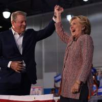 Clinton taps Gore as closer on climate change to woo young voters