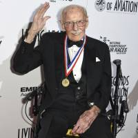 Flying legend Bob Hoover dies at 94