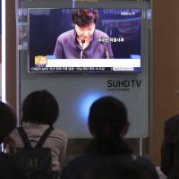 A TV at Seoul Station on Tuesday shows news about an apology by South Korean President Park Geun-hye over getting help, including editing for some of her speeches, from a mysterious woman outside of the government. | AP