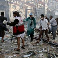 Saudi airstrike kills over 140 mourners, Yemeni officials say