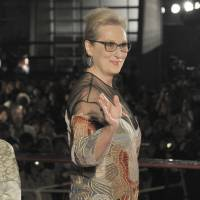 Actress Meryl Streep waves after arriving for the opening night of the Tokyo International Film Festival in Roppongi on Tuesday. | YOSHIAKI MIURA