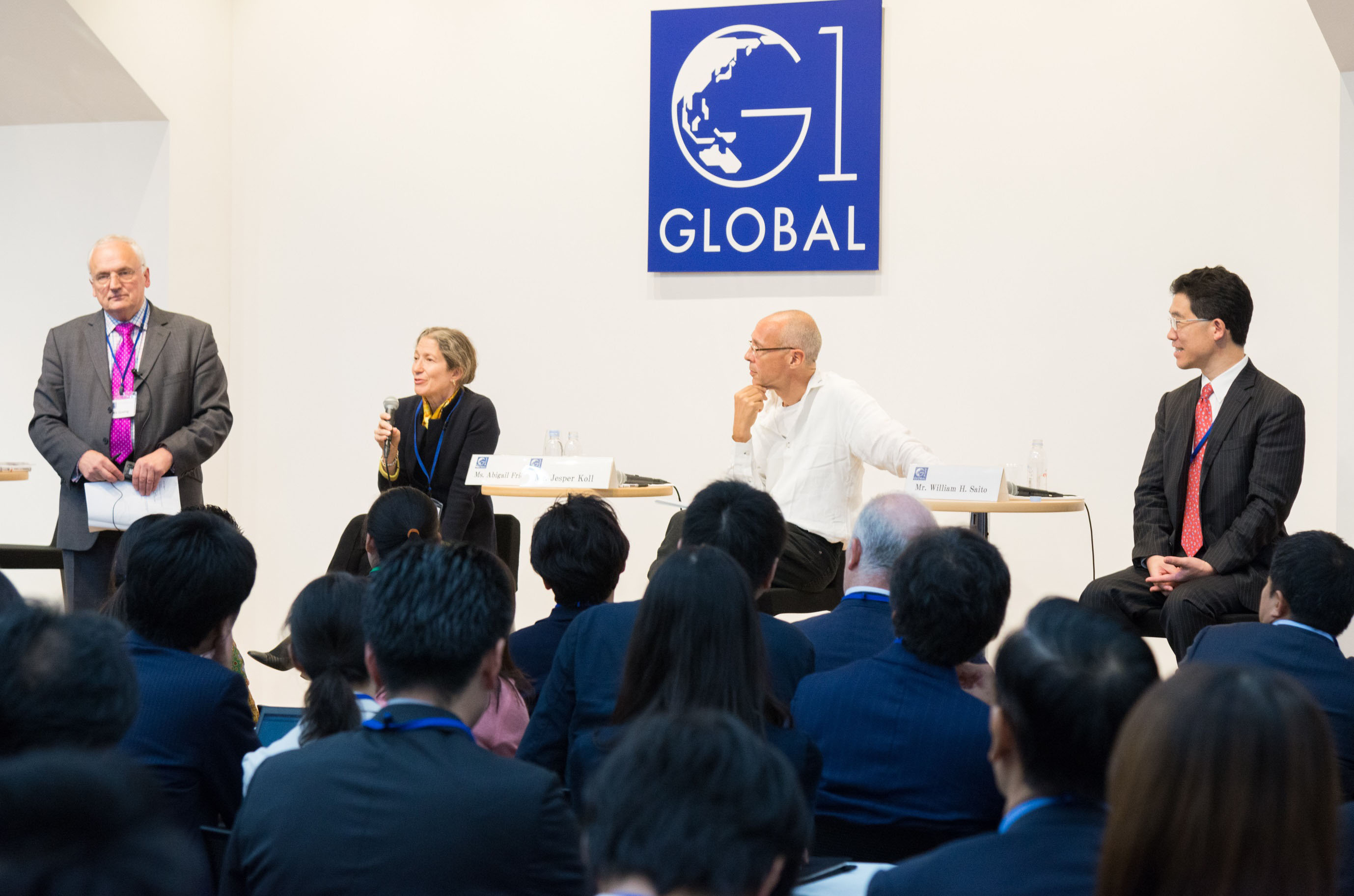 Panelists discuss ways to keep up with the pace of change at the G1 Global Conference hosted by Globis University in Tokyo on Oct. 21. | GLOBIS