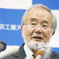 Yoshinori Ohsumi holds a news conference Monday at the Tokyo Institute of Technology. | KYODO