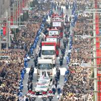 800,000 people crowd Tokyo to celebrate Olympians, Paralympians