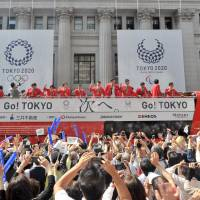 Thousands of well-wishers applaud Japan's medalists in the Rio de Janeiro Olympics and Paralympics on Friday. The parade is seen passing through Tokyo's Nihonbashi district. | YOSHIAKI MIURA