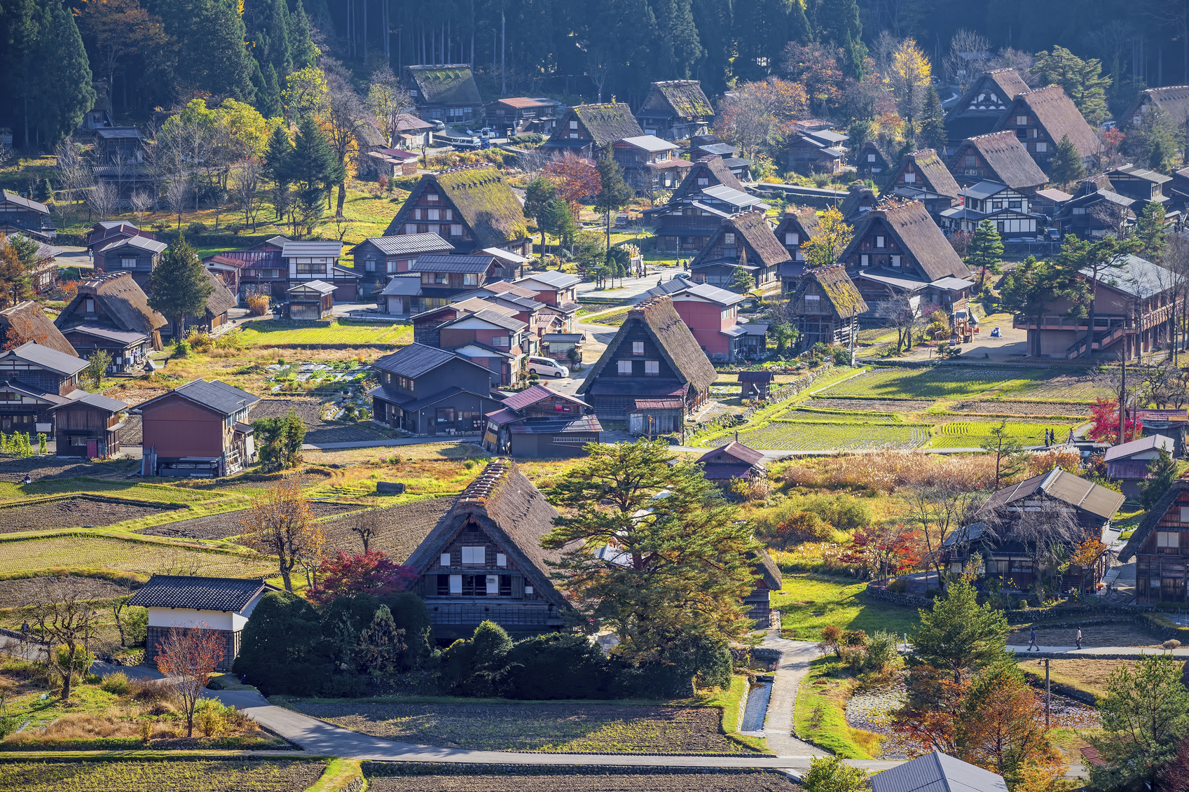 Officials and businesses are trying to get inbound tourists to spend more time and money on regional tourism destinations, including the village of Shirakawa, Gifu Prefecture, famed for traditional thatched-roof homes. | ISTOCK