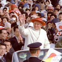 People welcome Pope John Paul II at a rally in Nagasaki Municipal Athletic Stadium in February 1981. | KYODO