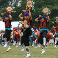 A scene from the fifth Worldwide Uchinanchu Festival in 2011 | COURTESY OF THE SIXTH WORLDWIDE UCHINANCHU FESTIVAL EXECUTIVE COMMITTEE SECRETARIAT