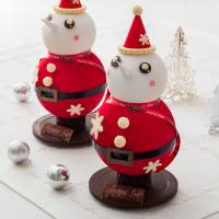 Christmas cakes set the season's tone; sushi prepared in the home or office; closing out the year in holiday style
