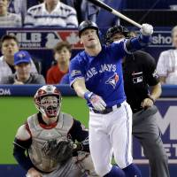 Blue Jays beat Indians to stay alive