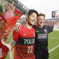 Urawa Reds captain Yuki Abe (left) and manager Mihailo Petrovic commemorate Abe's 500th J. League appearance on Saturday.   KYODO