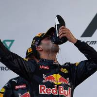 Ricciardo wins Malaysian Grand Prix as Hamilton flames out