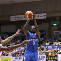 Center Faye Samba is one of numerous newcomers on the roster of the Shiga Lakestars this season. | B. LEAGUE
