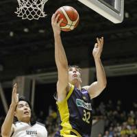 Brex big man Ryan Rossiter, the B. League's second-leading scorer (19.2 points per game), takes a fourth-quarter shot against the Alvark on Saturday. | KYODO
