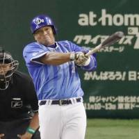 Yokohama's Jose Lopez connects for a solo home run against the Yomiuri Giants in the ninth inning of Game 1 of the Climax Series First Stage on Saturday at Tokyo Dome. | KYODO