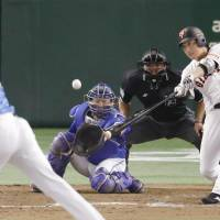 Chono delivers winning hit in eighth inning as Giants stave off elimination