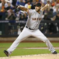 Bumgarner, Gillaspie lead Giants past Mets in thriller