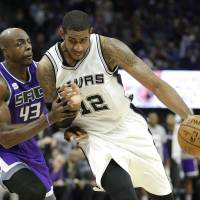 Spurs play spoiler as Kings unveil new downtown arena
