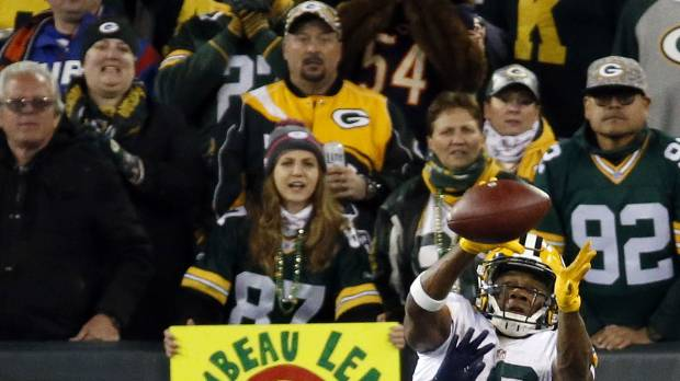 Rodgers leads Packers past Bears; Hoyer breaks arm