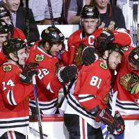 Hossa scores 500th goal in Blackhawks win