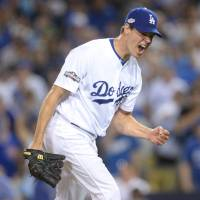 Hill lifts Dodgers over Cubs