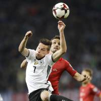 Mueller guides Germany past Czech Republic