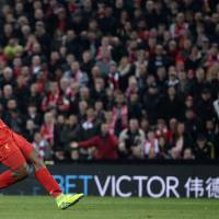 Liverpool striker Daniel Sturridge scores his second goal in Liverpool's 2-1 win over Spurs in the League Cup on Tuesday. | AFP-JIJI