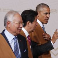 'Do trade right' Obama says in final farewell to APEC chiefs