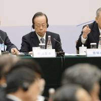 China's premier asks Japanese business leaders to back momentum of improving ties