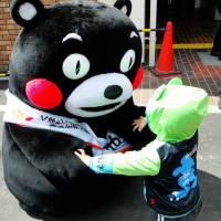 The Kumamoto government says fundraisers can use images of Kumamon the mascot on posters, flags, leaflets and donation boxes.  | MUZINA_SHANGHAI / FLICKR / CC BY-ND 2.0